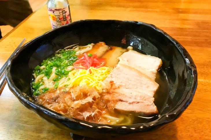 三枚肉の沖縄そば